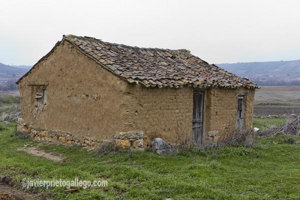 Construcción tradicional a las afueras de Valbuena de Pisuerga. Cerrato palentino. Palencia. Castilla y León. España. © Javier Prieto Gallego