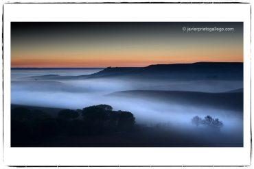Atardecer entre nieblas. Localidad de Roturas. Ribera de Duero. Valladolid. Castilla y León. España.© Javier Prieto Gallego
