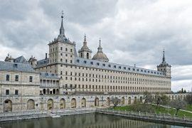 Fachada sur y estanque del Real Monasterio de El Escorial. Madrid. España ©Javier Prieto Gallego;