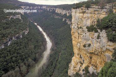 """Los cañones del Ebro vistos desde el mirador de Pesquera de Ebro. Parque natural """"Hoces del alto Ebro y el Rudrón"""". Las Merindades. Burgos. Castilla y León. España © Javier Prieto Gallego;"""