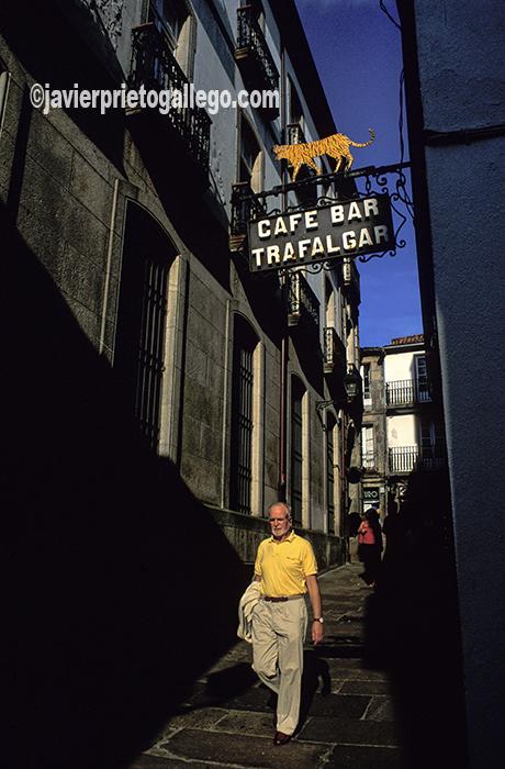Una calle del casco histórico de Santiago de Compostela. [Santiago de Compostela. La Coruña. España. © Javier Prieto Gallego]