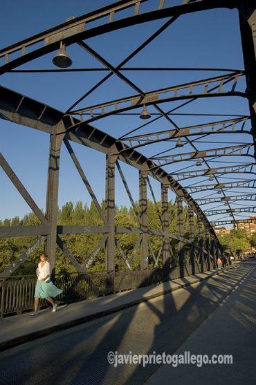 Puente Colgante. [Valladolid. Castilla y León. España © Javier Prieto Gallego]