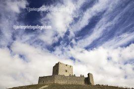 Castillo. Tiedra. Señalización del la ruta de las fuentes en Tiedra. Valladolid. Castilla y León. España. © Javier Prieto Gallego