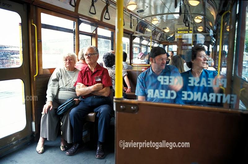 Interior de un tranvía en Melbourne. [Australia. 1996. © Javier Prieto Gallego].