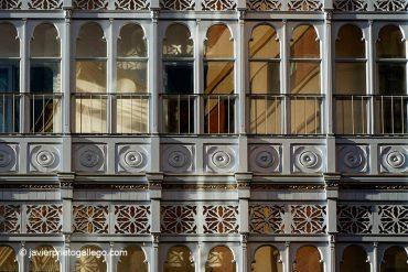 Galerías de madera en la calle Cebadería de Valladolid. Castilla y León. España, 2005 © Javier Prieto Gallego.