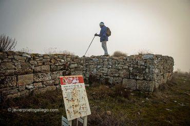 Restos de murallas en Castro Cildá. Olleros de Pisuerga. Palencia. Castilla y León. España © Javier Prieto Gallego