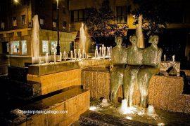 Fuente de las Sirenas. Concha Gay, 1996. Plaza Martí y Monsó. [Valladolid. Castilla y León. España, 2005 © Javier Prieto Gallego]