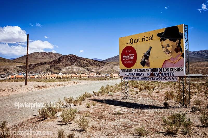 [Foto: Anuncio de Coca-Cola en San Antonio de los Cobres. Provincia de Salta. Región Norte Argentino. Argentina © Javier Prieto Gallego]