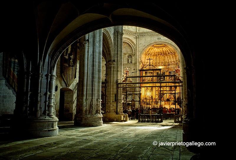 Iglesia del monasterio de La Vid. Tramo del GR-14 entre el monasterio de La Vid y Aranda de Duero. Burgos. Castilla y León. España. © Javier Prieto Gallego;