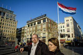 La céntrica plaza Dam, con el veterano hotel Krasnapolsky al fondo. Amsterdam. Holanda, 2005. © Javier Prieto Gallego