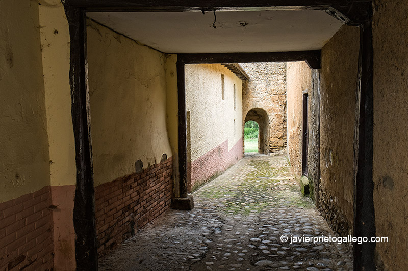 Pasadizo de la muralla conocido como el Postigo. Mansilla de las Mulas. León. Castilla y León. España. © Javier Prieto Gallego