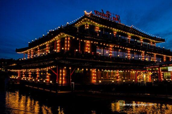 """Resturante chino """"Sea Palace"""" sobre las aguas en Oosterdok, con capacidad para 800 comensales. Amsterdam. Holanda, 2005."""