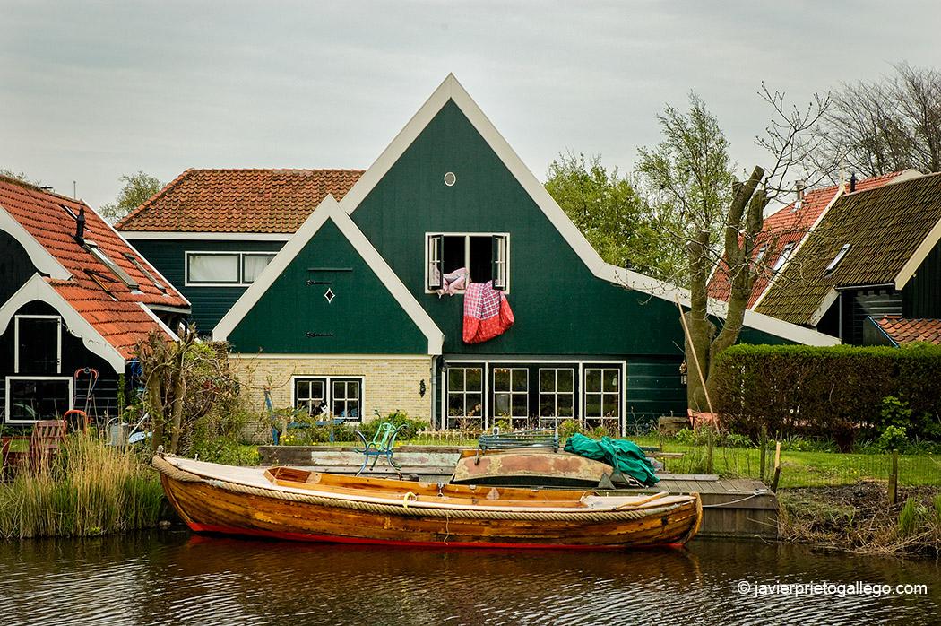"""Aldea de Driehuizen -que quiere decir """"tres casas""""-, en la región de Noord Holland, en el pólder de Schermer, desecado en el siglo XVII, uno de los más antiguos de Holanda [Driehuizen, Schermer, Holanda, 2005.© Javier Prieto Gallego]."""