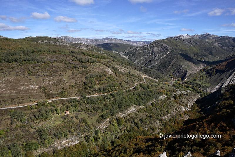 Felmín Vista desde el mirador de Valpoquero de Torío. Vega del Torío. León. España.© Javier Prieto Gallego