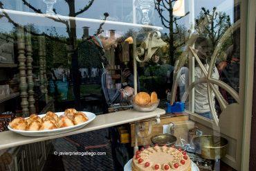 Interior de una pastelería tradicional, en el museo al aire libre de Zuiderzee Museum, en Enkhuizen, donde se han reconstruido más de 100 casa antiguas procedentes de diferentes localidades. Holanda, 2005. © Javier Prieto Gallego