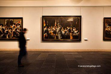 Sala donde se exhiben algunos de los retratos de las Guardias Cívicas o milicias realizados por Frans Hals. Museo Frans Hals. Haarlem. Holanda, 2007 © Javier Prieto Gallego