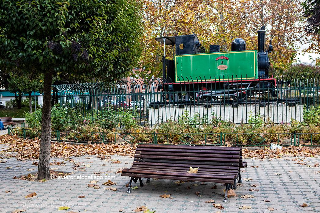 Máquina del Tren Burra entre Valladolid y Rioseco. Plaza de San Bartolomé. Valladolid. Castilla y León. España. © Javier Prieto Gallego