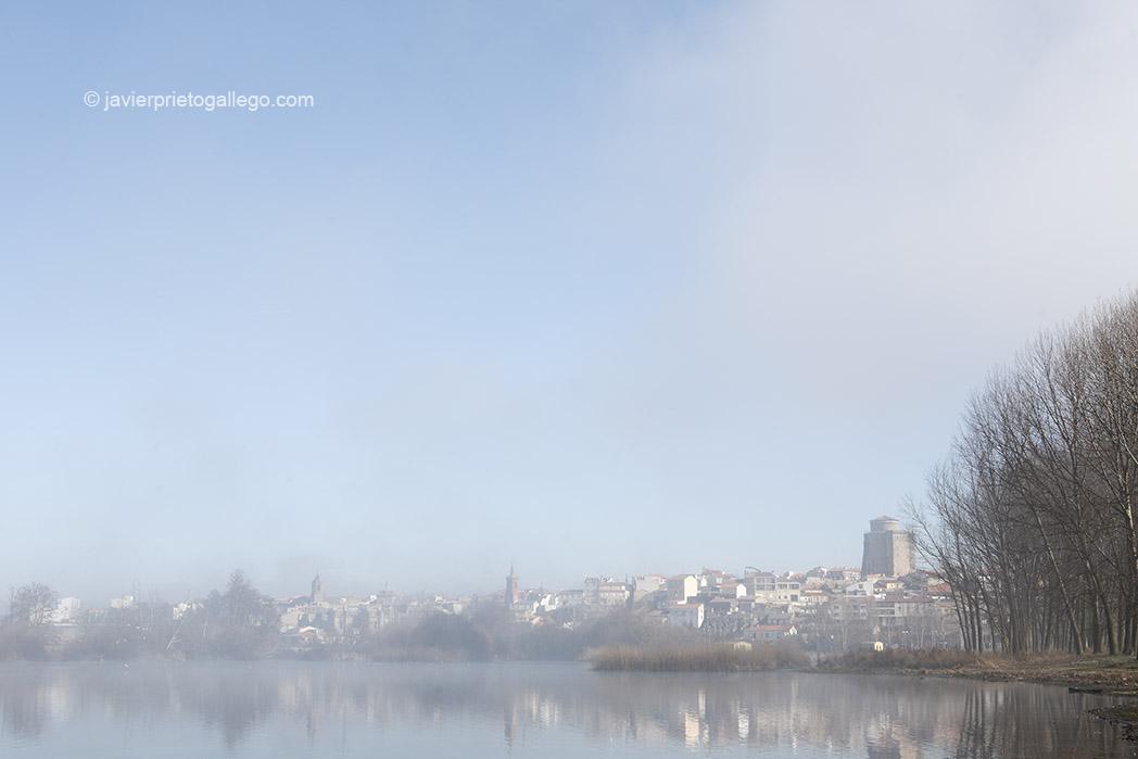 Río Tormes entre niebla. Alba de Tormes. Salamanca. Castilla y León. España. © Javier Prieto Galle