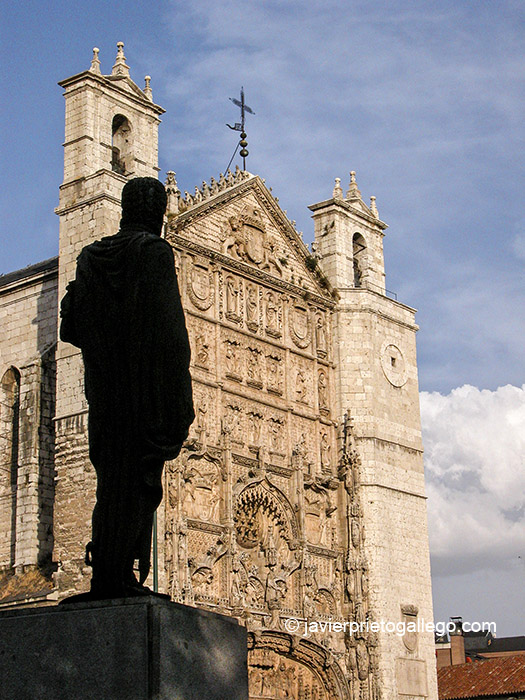 Estatua de Felipe II frente a la iglesia de San Pablo. Valladolid. Castilla y León. España © Javier Prieto Galleg