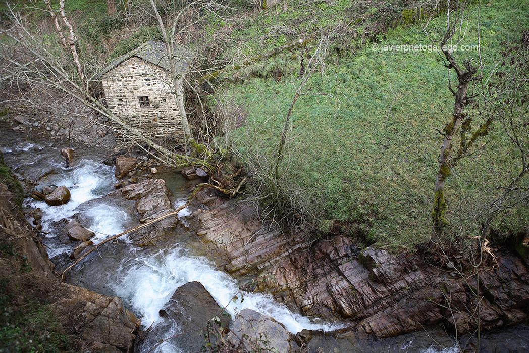Un molino y torrenteras en el río Valseco a su paso por la localidad de Salientes. Valle de Salientes. Alto Sil. León. Castilla y León. España