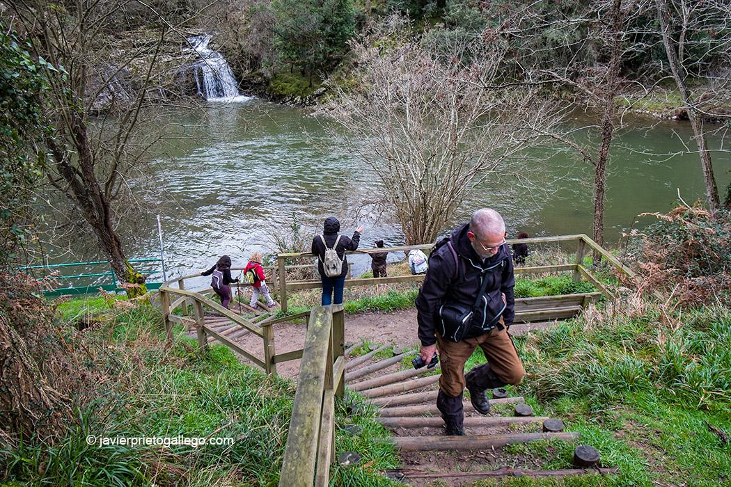 Senda Fluvial del Nansa partiendo de la central hidroeléctrica de Trascudia hacia Muñorrodero. Cantabria, España. © Javier Prieto Gallego;