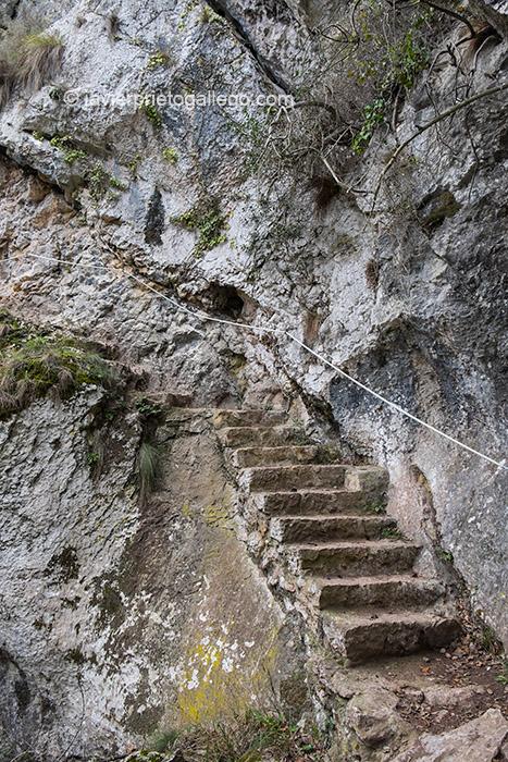 La Senda Fluvial del Nansa cuenta con acondicionamiento en los tramos más complicados. Cantabria, España. © Javier Prieto Gallego;