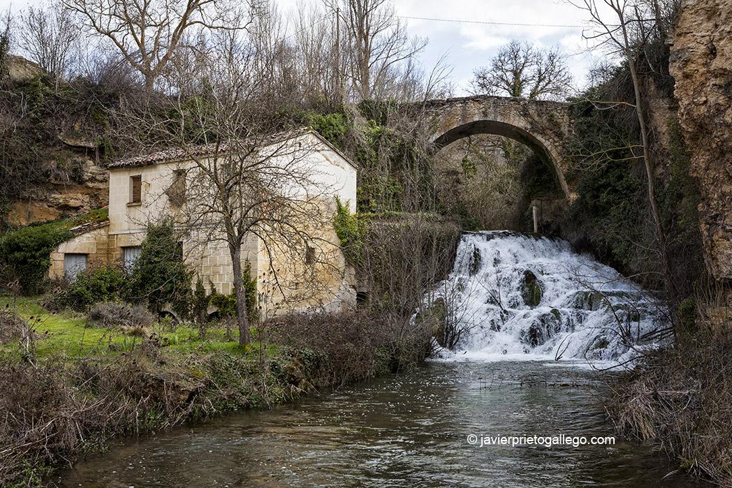 Molino y cascada junto al río Moradillo en Sedano. Burgos. Castilla y León. España. © Javier Prieto Gallego