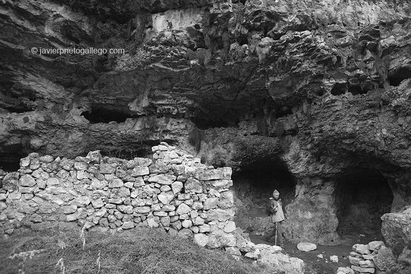 Uno de los apriscos construidos en las paredes del Cañón del río San Juan. Cerca de las Hoces del Duratón. Segovia. Castilla y León. España. 2007 © Javier Prieto Gallego