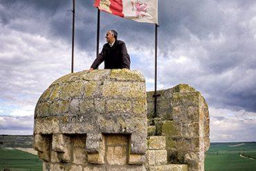 Almenas en lo alto de la torre del homenaje del castillo de Torrelobatón. Valladolid. Castilla y León. España. © Javier Prieto Gallego