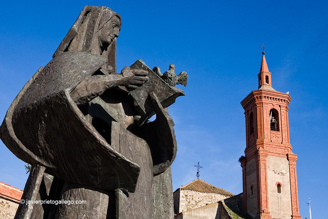 Estatua de Santa Teresa.Iglesia de San Pedro. Alba de Tormes. Salamanca. Castilla y León. España. © Javier Prieto Gallego