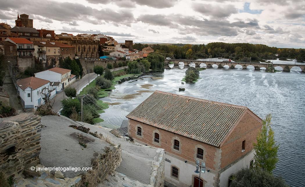 El río Tormes desde el mirador del los jardines de El Espolón. Alba de Tormes, Salamanca, Castilla y León. España © Javier Prieto Gallego