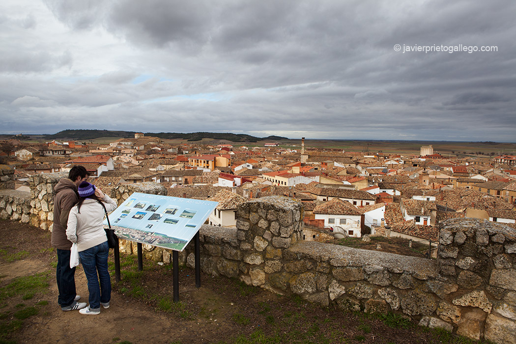 La localidad de Astudillo desde lo alto del castillo de la Mota. Palencia. Castilla y León. España, 2011 © Javier Prieto Gallego;