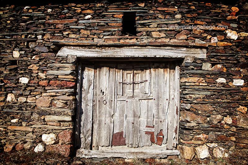 Arquitectura tradicional en Becerril. Pueblos negros. Sierra de Ayllón.Segovia. Castilla y León. España. © Javier Prieto Gallego.