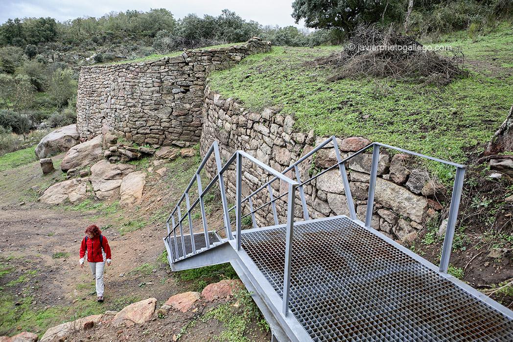 Puerta y muralla meridional. Castro vetton de Las Merchanas.Lumbrales. Salamanca. España. © Javier Prieto Gallego