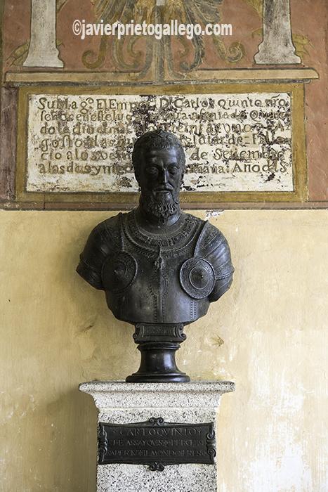 Monasterio de Yuste. Busto de Carlos I. Localidad de Cuacos de Yuste. Comarca de la Vera. Cáceres. Extremadura. España. © Javier Prieto Gallego