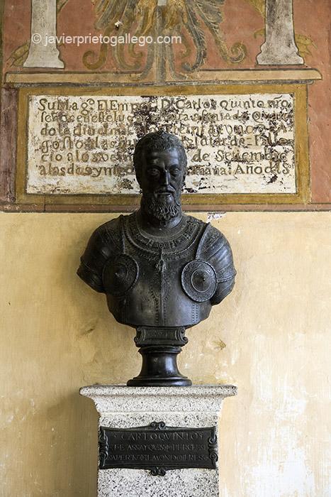 Monasterio de Yuste. Busto de Carlos I. Localidad de Cuacos de Yuste. En la ruta de Carlos V. Comarca de la Vera. Cáceres. Extremadura. España. © Javier Prieto Gallego