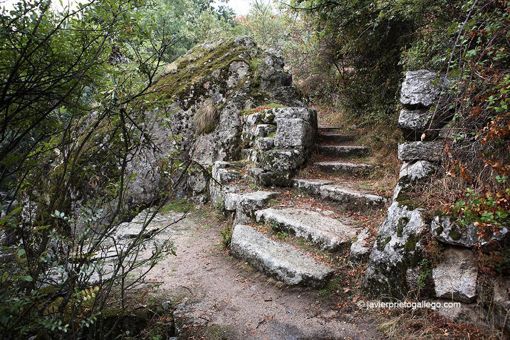 Río Valsaín. Escalinatas de granito. Sendero de los Reales Sitios-Las Pesquerías Reales. La Granja-Valsaín. Segovia. España © Javier Prieto Gallego;