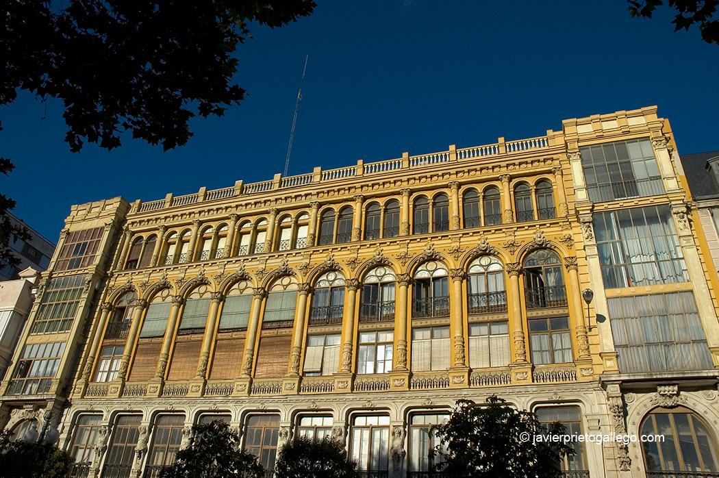 Casa Resines. Acera de Recoletos. Edificios del siglo XIX. Valladolid. Castilla y León. España. © Javier Prieto Gallego
