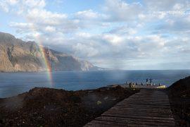 Arco iris y lluvia en los acantilados de Los Gigantes vistos desde la Punta de Teno, junto al faro. Tenerife. Islas Canarias. España © Javier Prieto Gallego