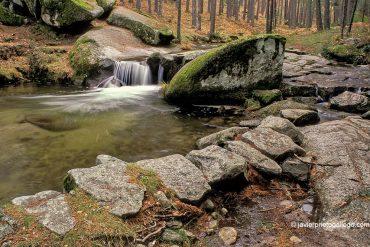 Una poza del río Eresma en el Camino de las Pesquerías Reales. Pinares de Valsaín. Segovia. Castilla y León. España © Javier Prieto Gallego;