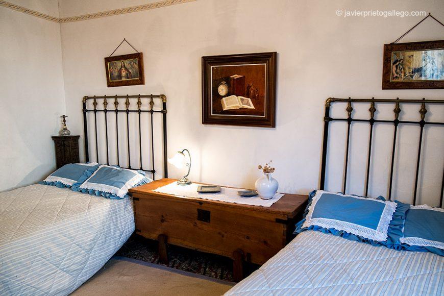 """Una de las habitaciones dobles de la casa rural """"Vega del Duero"""". Roturas. Valladolid. Ribera del Duero. Castilla y León. España. © Javier Prieto Gallego"""
