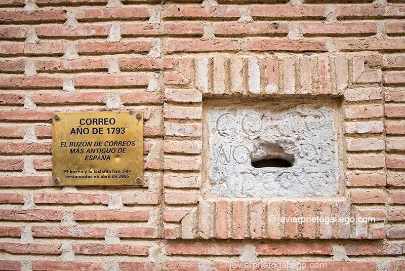 El buzón en piedra conservado más antiguo de España. Año de 1793. C/ Derecha 42. Mayorga. Valladolid. Castilla y León. España. ©Javier Prieto Gallego