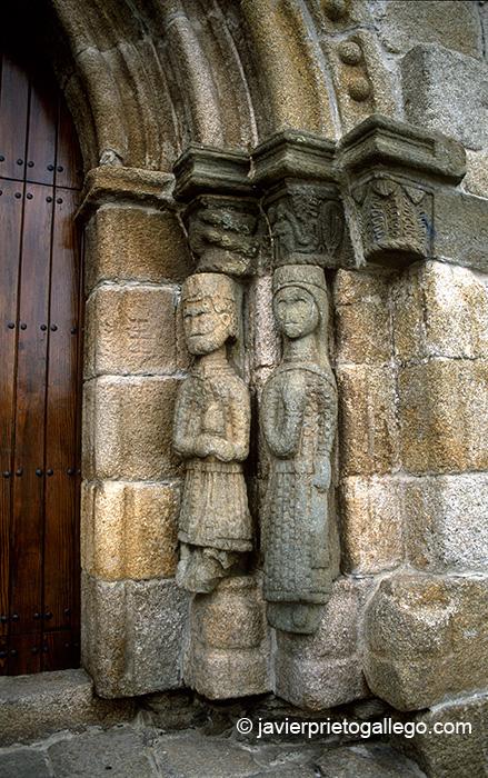Puerta occidental de la iglesia de Nuestra Señora del Azogue. Puebla de Sanabria. Zamora. Castilla y León. España. © Javier Prieto Gallego