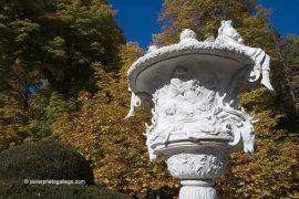 Uno de los jarrones que adornan el Parterre de la Fama. La Granja de San Ildefonso. Segovia. España. © Javier Prieto Gallego