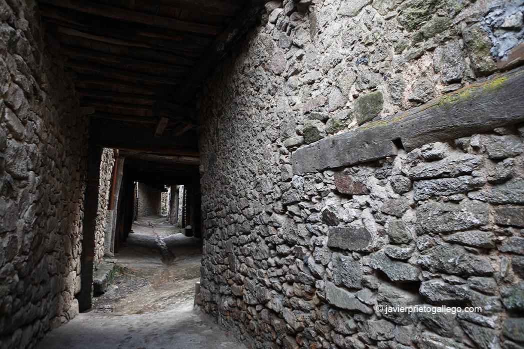 Pasadizos junto a la muralla. Localidad de Miranda del Castañar. Salamanca. Castilla y León. España. © Javier Prieto Gallego