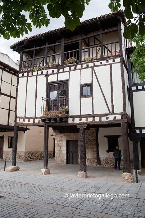 La casa de Doña Sancha presenta la estructura típica de la arquitectura de Covarrubias. Burgos. Castilla y León. España. © Javier Prieto Gallego;