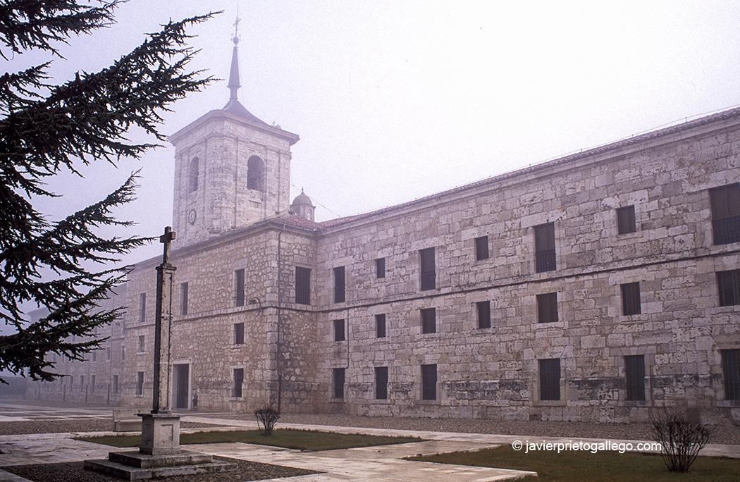 Monasterio trapense de San Isidro de Dueñas. Palencia. Castilla y León. España © Javier Prieto Gallego;