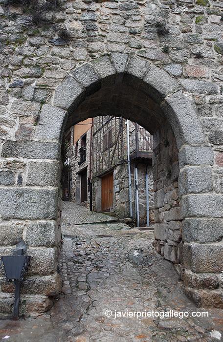 Una de las puertas de la muralla. Localidad de Miranda del Castañar. Salamanca. Castilla y León. España. © Javier Prieto Gallego