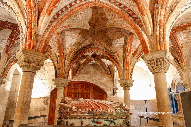 Sala capitular con el Sepulcro de san Pedro de Osma. Catedral. El Burgo de Osma. Soria. Castilla y León. España. © Javier Prieto Gallego