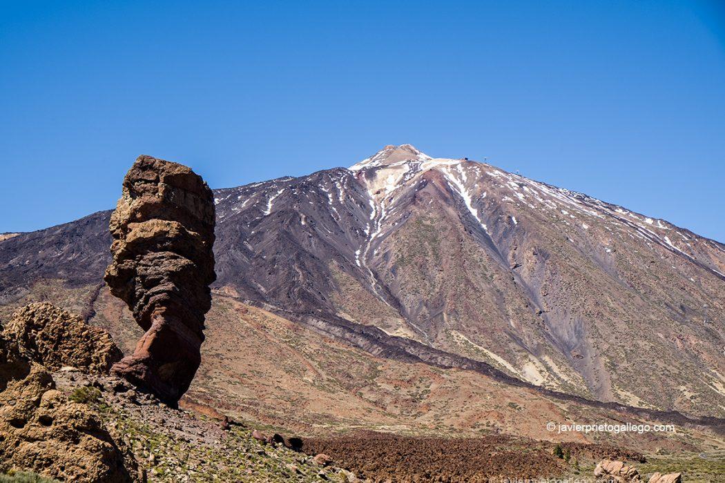 Roques de García con la imagen del Teide (3.718 m) al fondo Parque Nacional del Teide.Tenerife. Islas Canarias. España © Javier Prieto Gallego